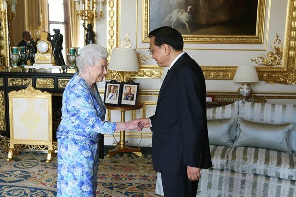 Premier Li Keqiang meets British Queen:null