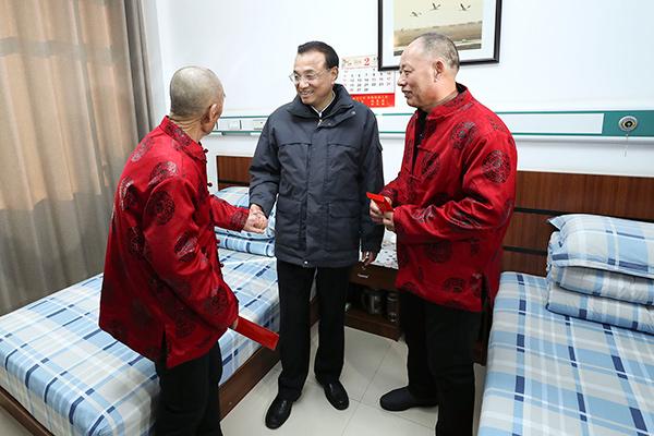 Premier visits elderly people in NE China ahead of Spring Festival:null