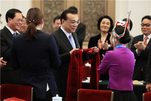 Premier Li joins panel discussion with NPC deputies from Zhejiang :null