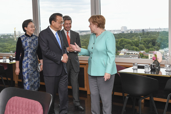 Premier Li and wife dine with Chancellor Merkel and husband:null