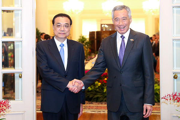 Premier Li talks with Singaporean PM on cooperation:null