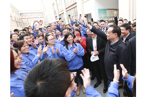 Premier: Migrant workers deserve respect from all:null