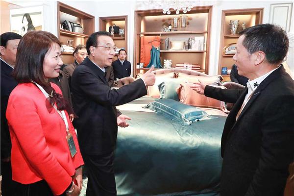 Premier Li praises transformation of textile company:null