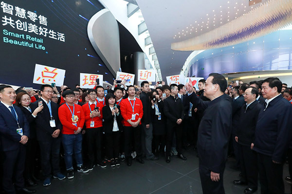 Premier Li encourages further integration of online and offline businesses:null