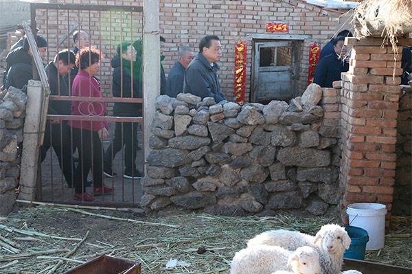 Premier Li visits villagers in Inner Mongolia:null
