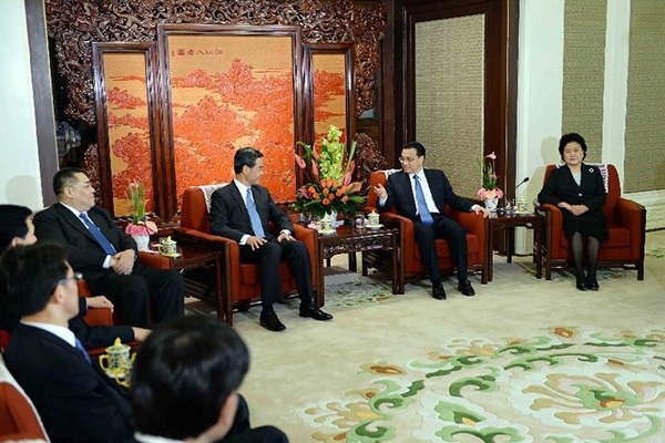 Premier Li Keqiang meets with chief executives of HK, Macao:null