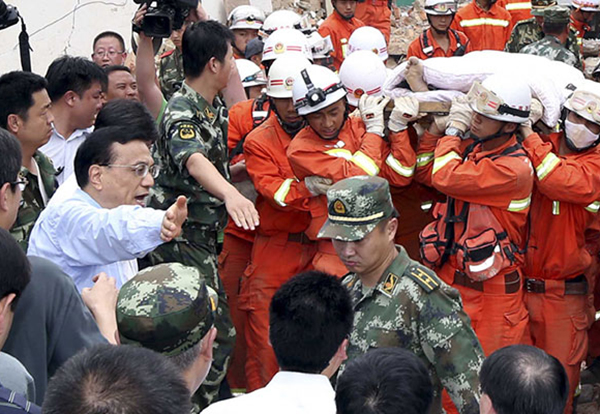 Premier Li makes rescue top priority in quake relief:null