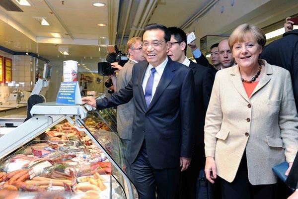 Li Keqiang tours Berlin with Angela Merkel:null