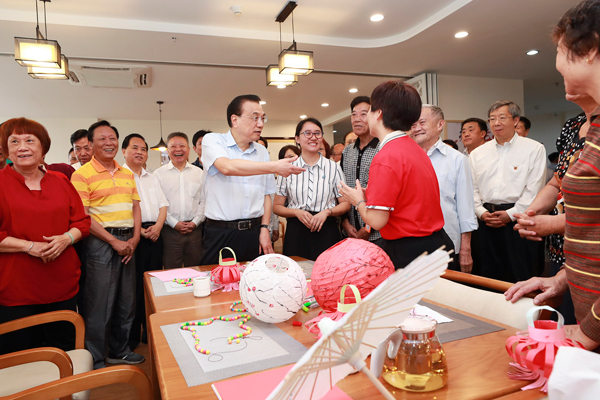 Premier visits Xinan community in S China's Hainan province:null