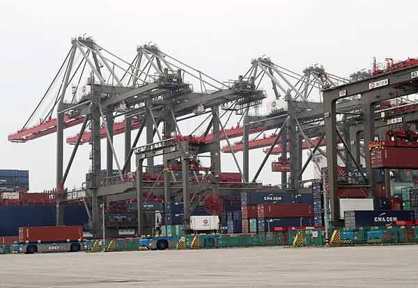Take a look at China's first fully automated container terminal:null