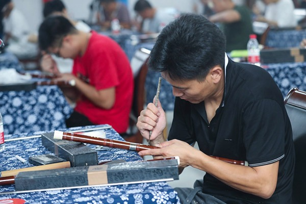 Craftspeople participate in bamboo flute making contest in Hangzhou:null