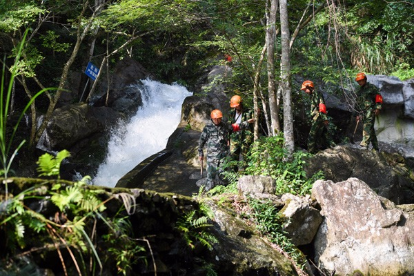 Forest rangers protect forest around water sources of Ganjiang River:null