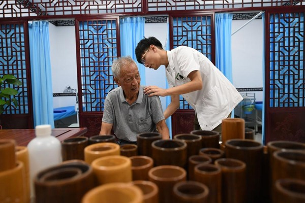China's Kunshan develops elderly service industry emphasizing day-care facilities, institutions:null