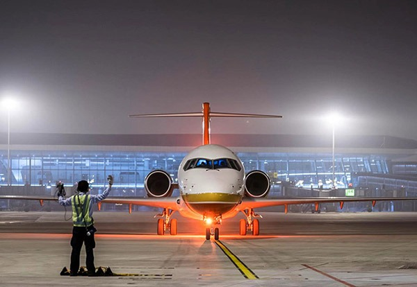 China-made jetliner makes maiden landing at Beijing's new airport:null