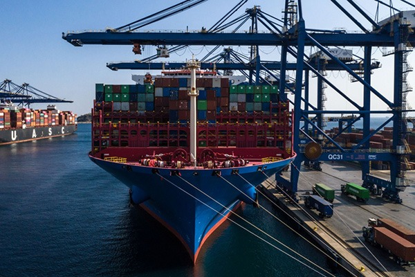 Cargo ships in Greece transport Italian products to CIIE in Shanghai:null