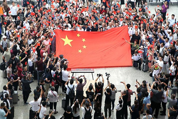People take part in flash mob in Shanghai to celebrate 70th anniversary of PRC founding:null
