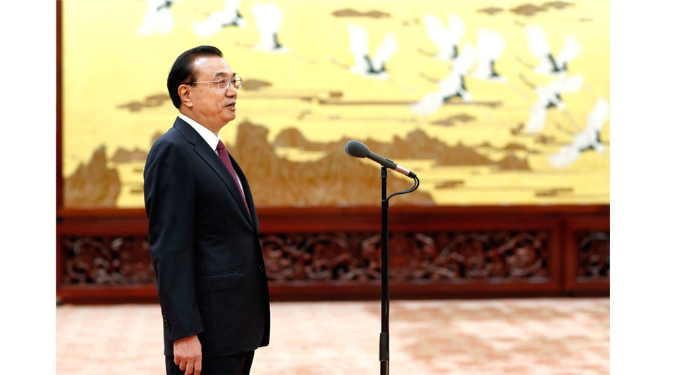 Premier Li meets with Friendship Award recipients