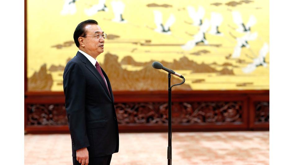 Premier Li meets with Friendship Award recipients:1