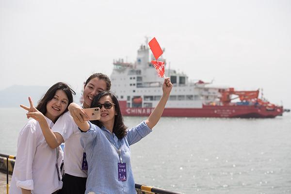 China's 1st domestically built polar icebreaker arrives in Shenzhen:null