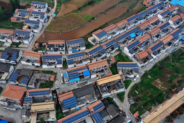 PV power stations built in Shanxi's villages to help villagers increase incomes:null