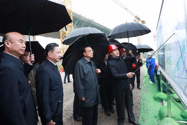 Premier Li inspects Yinchuan-Xi'an high-speed railway:null
