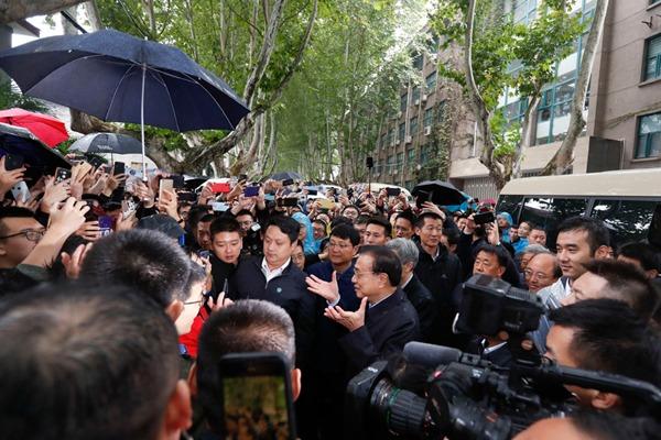 Premier visits Xi'an Jiaotong University:null
