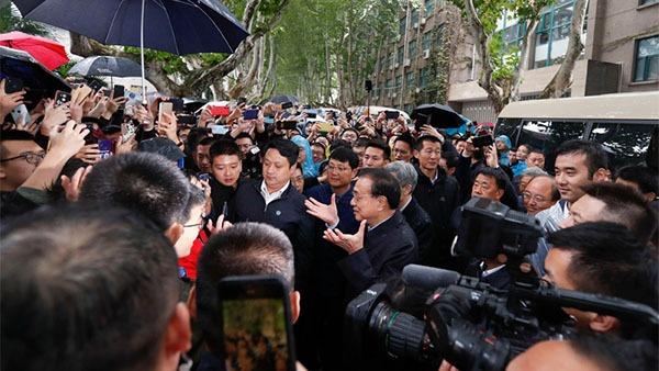 Premier visits Xi'an Jiaotong University:0