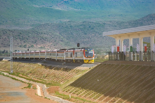 Kenya railway starts operation with help from China:null