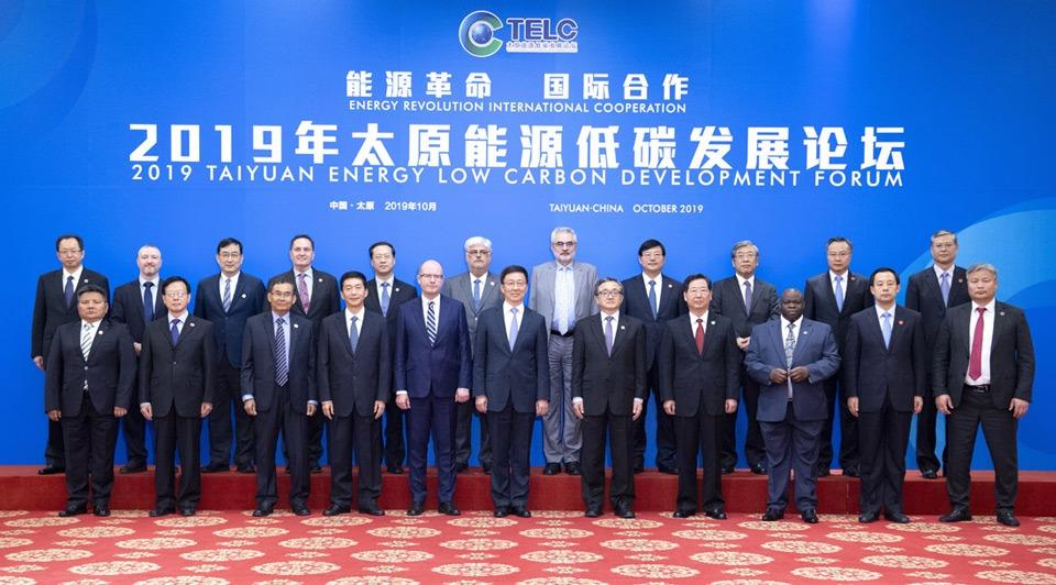 Vice-premier meets foreign guests attending TELC Development Forum:2
