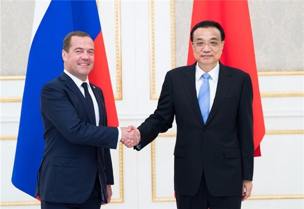 Premier Li, Medvedev meet for bilateral issues:null