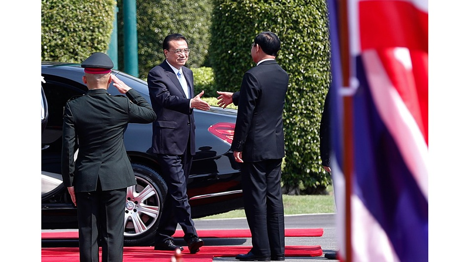 Premier attends welcoming ceremony held by Thai PM:2