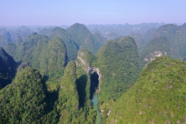 Tianmen Mountain in Luocheng national geopark in S China's Guangxi:null