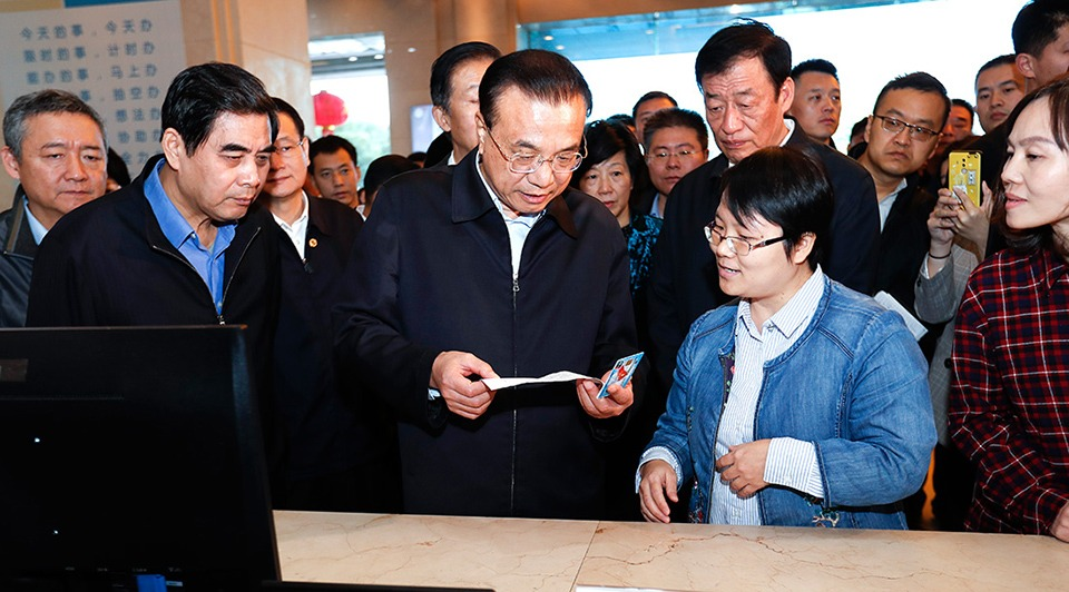 Premier Li calls for better government services:3
