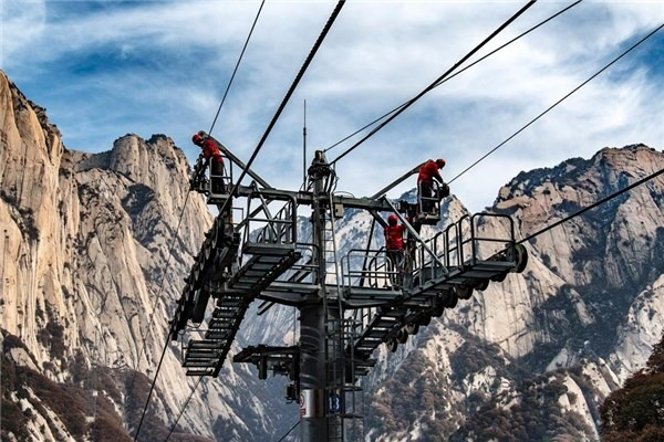 Annual maintenance carried out at Taihua cableway for Mount Huashan:null