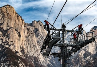 Annual maintenance carried out at Taihua cableway for Mount Huashan:0