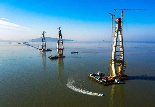 Main tower of Zhoushan-Daishan Cross-sea Bridge capped:null