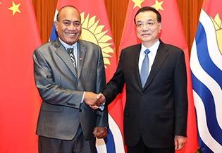Premier Li meets Kiribati president on cooperation:1