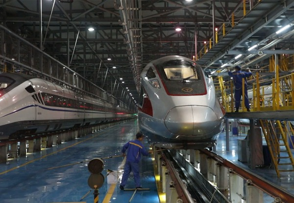 Robots employed in China's bullet train maintenance:0