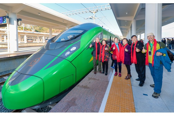 Fuxing bullet trains start to run on Panzhihua-Kunming high-speed railway:null