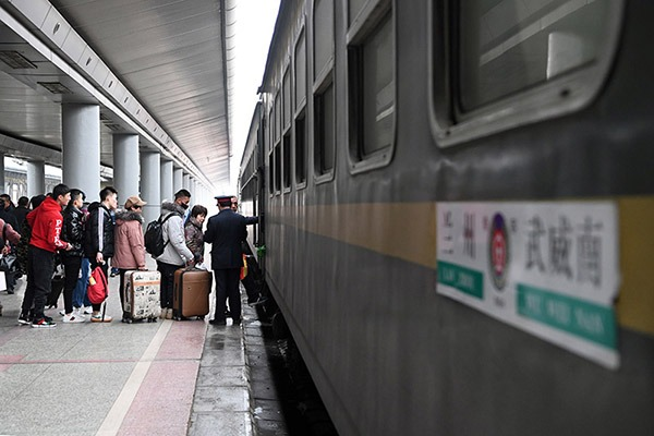 Ordinary train offers passengers alternative choice to travel at cheap fare in Gansu:null