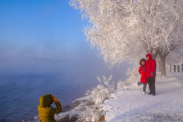 Frosty scenery near Songhua River in Jilin:null