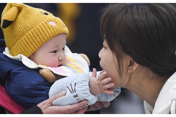 Touching moments of family reunion before Spring Festival:null