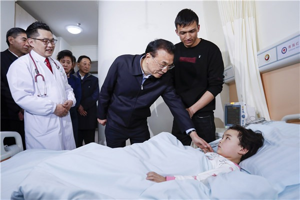Premier visits altitude sickness patients in Qinghai:null