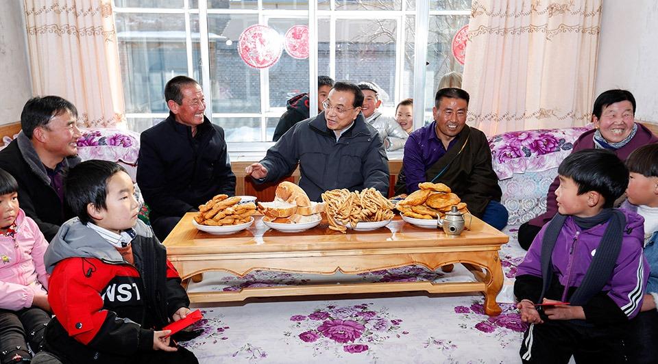 Premier Li wishes prosperity for Qinghai villagers:2