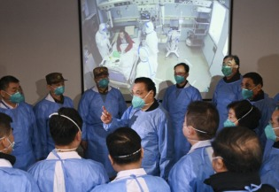 Premier Li visits medical staff in Wuhan:0