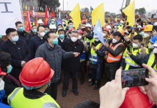 Premier orders speeding up hospital construction to treat viral pneumonia patients:1