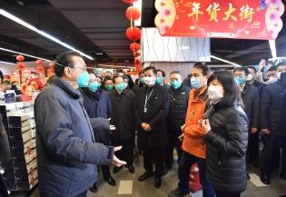 Premier inspects supermarket in Wuhan:2