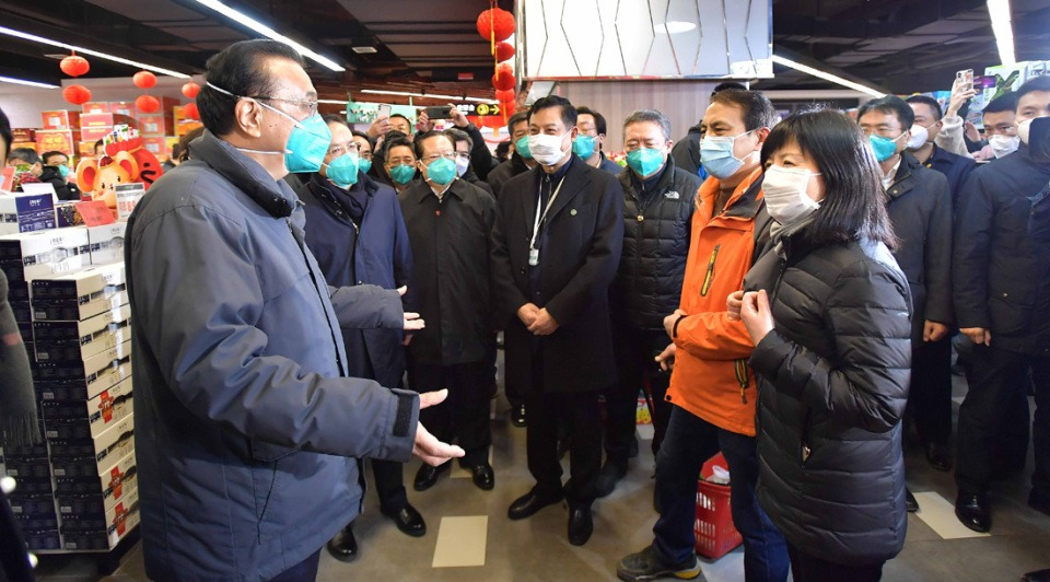 Premier inspects supermarket in Wuhan:3