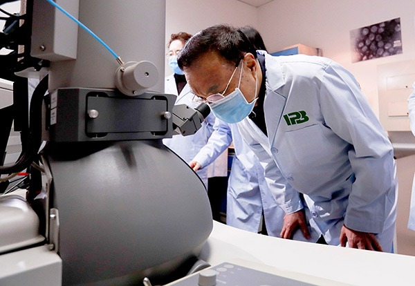 Premier Li stresses need for research, vaccine in coronavirus battle:null