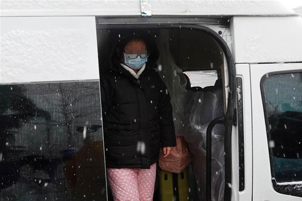 1st batch of cured patients discharged from 'Wuhan Livingroom':null